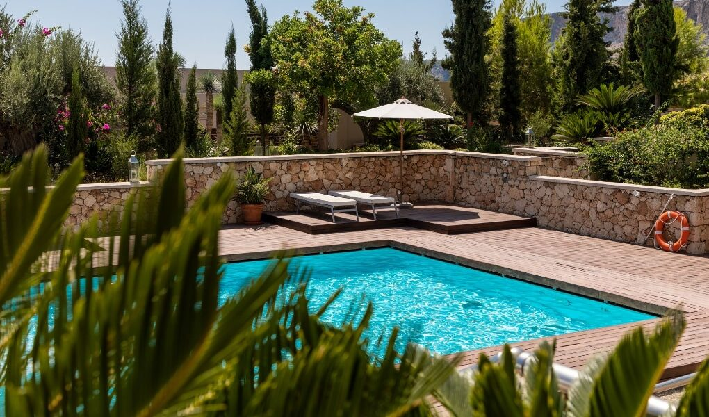 Swimming Pool Designs for Your Backyard